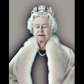 Queen Portrait - Chris Levine